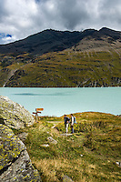 Switzerland, Canton Valais, Val d'Hérémence: hiking trail along reservoir Lac des Dix (2.364 m) | Schweiz, Kanton Wallis, Val d'Hérémence: Wanderweg entlang des Stausees Lac des Dix (2.364 m)