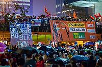 RIO DE JANEIRO, RJ, 13.08.2019 - PROTESTO-RJ - Estudantes participam do protesto contra o cortes do governo Jair Bolsonaro na educação. Ato teve inicio na Candelâria e seguiu em caminhada pacifica para frente da Petrobras na Av Chile, região central do Rio de Janeiro, 13 (Foto: Vanessa Ataliba/ Brazil Photo Press)