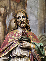 Statue Jesus mit offenem Herzen, katholische Holzkirche St. Franziskus, 1593 bis 1596, Hervartov bei Bardejov, Presovsky kraj, Slowakei, Europa, UNESCO-Weltkulturerbe<br /> Statue Jesus with open heart in Catholic wooden Church St. Francis 1593-1596 in Hervartov near Bardejov, Presovsky kraj, Slovakia, Europe, UNESCO world heritage