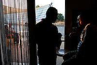 Campobasso: gente seduta al bar