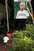 Trabalhadores rurais, chegam ao local onde está enterrada a missionária americana irmã Dorothy Stang assassinada a seis meses 12/02/2005 atrás para participar de  missa em homenagem a freira<br />Anapú, Pará, Brasil<br />Foto Paulo Santos/Interfoto