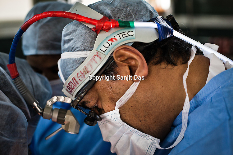 58 year old heart surgeon, Dr. Devi Prasad Shetty conducts an open heart surgery at the Narayana Hrudayalaya in Bangalore, Karnataka, India. Photo: Sanjit Das/Panos