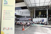 SAO PAULO, SP, 01 DEZEMBRO  2012 - SORTEIO COPA DAS CONFEDERACOES  - Manifestantes do Grupo Rio de Paz realiza protesto contra as vitimas da violencia no Brasil em frente ao local do sorteio dos grupos da Copa das Confederacoes  2013 neste sabado no Parque Anhembi regiao norte da capital paulista. FOTo: WILLIAM VOLCOV - BRAZIL PHOTO PRESS.