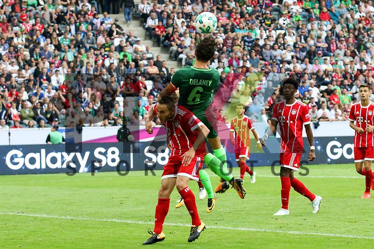 Bremens Thomas Delaney (Nr.6) hoch zum Kopfball  beim Telekom Cup 2017 Bayern Muenchen - Werder Bremen.<br /> <br /> Foto &copy; PIX-Sportfotos *** Foto ist honorarpflichtig! *** Auf Anfrage in hoeherer Qualitaet/Aufloesung. Belegexemplar erbeten. Veroeffentlichung ausschliesslich fuer journalistisch-publizistische Zwecke. For editorial use only.