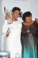 Jennifer Hudson &amp; sister Julia Hudson in the pressroom at the 2014 People's Choice Awards at the Nokia Theatre, LA Live.<br /> January 8, 2014  Los Angeles, CA<br /> Picture: Paul Smith / Featureflash