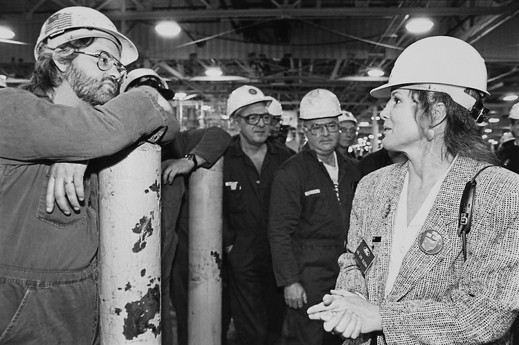 Lynn Glenn, daughter of Sen. John Herschel Glenn, talking with employees of Ford Motor Company during campaign tour with father in Cleveland. October 13, 1992 (Photo by Kathleen Beall/CQ Roll Call)