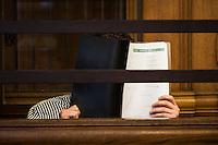 Berlin, Der Angeklagte Bilal K. sitzt am Montag (13.05.13) in Landgericht in Berlin vor dem Prozessbeginn im Fall Jonny K. gegen sechs Männer im Alter zwischen 19 und 24 Jahren. Foto: Maja Hitij/CommonLens