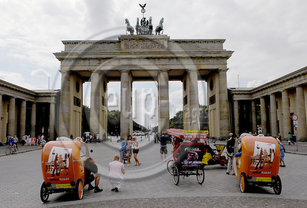 Berlin-Germany - 31 May 2007---The Brandenburg Gate / Brandenburger Tor, one of Berlin's landmarks---Photo: Horst Wagner/eup-images