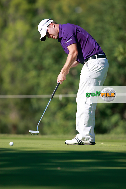 Richie Ramsay (SCO) takes his putt on the 1st green during Thursday's Round 1 of the Castello Masters at the Club de Campo del Mediterraneo, Castellon, Spain, 20th October 2011 (Photo Eoin Clarke/www.golffile.ie)