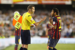 F.C. Barcelona´s Neymar Jr (R) argues with the referee during the Spanish Copa del Rey `King´s Cup´ final soccer match between Real Madrid and F.C. Barcelona at Mestalla stadium, in Valencia, Spain. April 16, 2014. (ALTERPHOTOS/Victor Blanco)