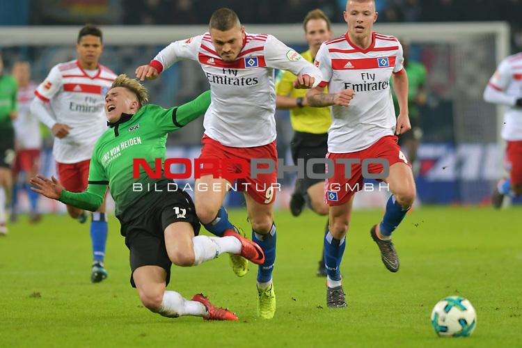04.02.2018,  GER; 1.FBL Hamburger SV vs Hannover 96, im Bild Kyriakos Papadopoulos (Hamburg #09) foult  Felix Klaus (Hannover #11) Foto © nordphoto / Witke *** Local Caption ***