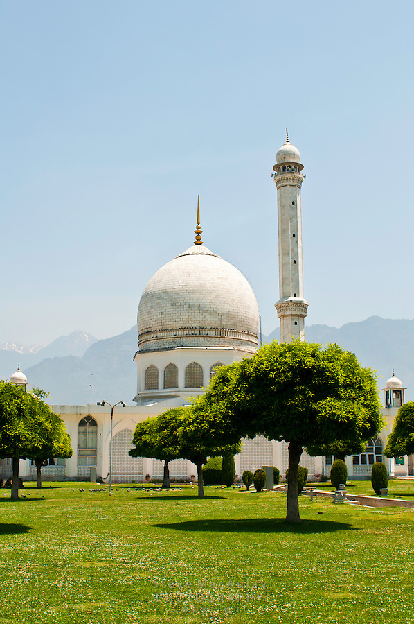 Hazratbal Mosque, Srinagar, Kashmir, India.