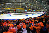 SCHAATSEN: THIALF: Heerenveen, 22-01-2011, Essent ISU WK sprint, ijsstadion, binnen, overzicht, publiek, ©foto: Martin de Jong