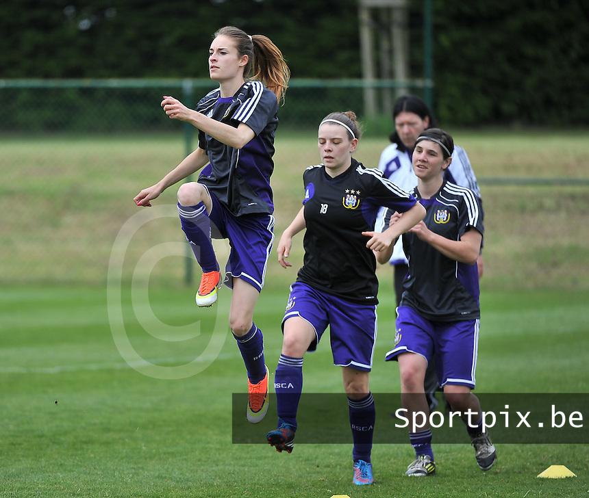 RSC Anderlecht Dames - FC Twente : Tessa Wullaert , Lieselot De Kegel en Annlies Van Loock.foto DAVID CATRY / Nikonpro.be