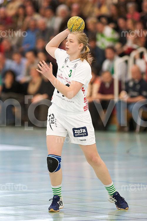 Handball Frauen 2.Bundesliga, FrischAuf Goeppingen - HSG Bensheim-Auerbach, Jessica Schulz (FAG) am Ball
