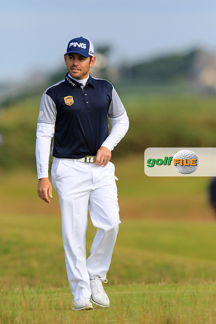 Louis Oosthuizen (RSA) walks to the 14th tee during Sunday's Round 3 of the 144th Open Championship, St Andrews Old Course, St Andrews, Fife, Scotland. 19/07/2015.<br /> Picture Eoin Clarke, www.golffile.ie