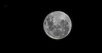 ATENCAO EDITOR IMAGEM EMBARGADA PARA VEICULOS INTERNACIONAIS - SAO PAULO, SP, 29 NOVEMBRO 2012 - LUA / JUPTER - A Lua passa na frente do planeta Jupiter em fenomeno observado a partir da cidade de Sao Paulo, no inicio da madrugada desta quinta-feira, 29. (FOTO: WILLIAM VOLCOV / BRAZIL PHOTO PRESS).