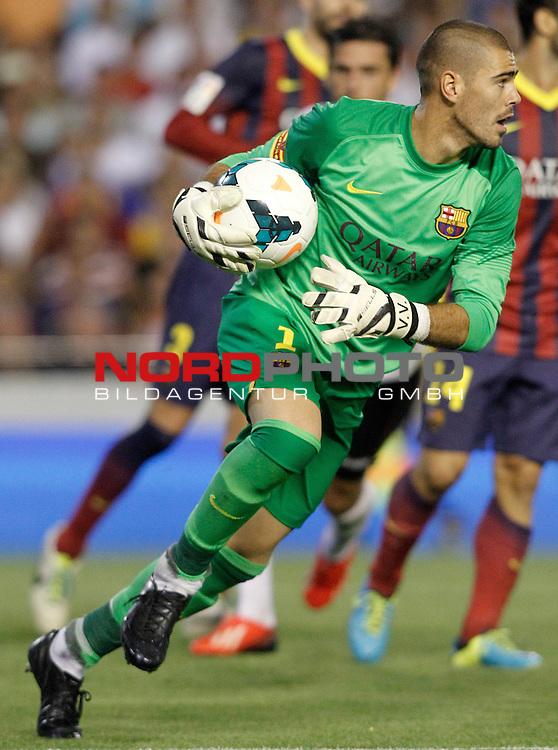 FC Barcelona's Victor Valdes during La Liga match.September 1,2013. Foto © nph / Acero)