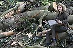 Foto: VidiPhoto<br /> <br /> RHEDEN – Boswachter José Lamain van Natuurmonumenten bekijkt bij de puinhopen van de tornado, de kaart van Nationaal Park de Veluwezoom. De superstorm heeft een afstand van zeker 33 kilometer afgelegd. Nationaal Park de Veluwezoom is flink getroffen. Veel bomen zijn omgewaaid en vanwege gevaar van vallende takken zijn wegen en paden in het bij toeristen populaire wandelgebied afgesloten.