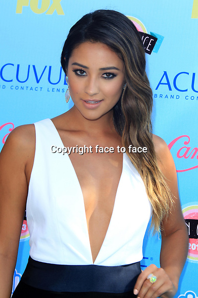 Shay Mitchell at the 2013 Teen Choice Awards at Gibson Amphitheatre in Universal City, California, 11.08.2013.<br />