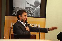 CURITIBA, PR, 19.05.2014 -  AÉCIO NEVES / LANÇAMENTO DO LIVRO / EX GOVERNADOR  - O Senador, presidente nacional do PSDB e pré-candidato do partido à Presidência da República Aécio Neves durante o lançamento do livro em homenagem ao ex-governador do Paraná José Richa, pai do atual governador, Beto Richa (PSDB), na noite desta segunda-feira (19) na Assembleia Legislativa do Paraná. (Foto: Paulo Lisboa / Brazil Photo Press)