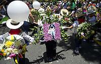 MEDELLIN-COLOMBIA- 03-08-2013.Desfile colorido  de silleteritos  por las principales avenidas del barrio La Floresta de la capital antioque–a / Silleteritos colorful parade through the main streets of the capital of Antioquia<br />  . Photo: VizzorImage / Luis Rios / Stringer