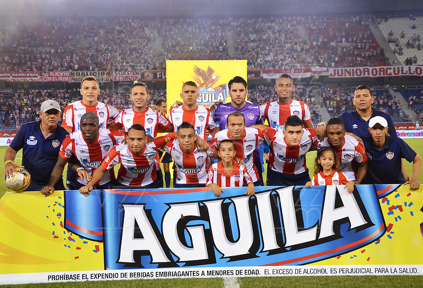 BARRANQUILLA -COLOMBIA, 11-NOVIEMBRE-2015. Formación del Atlético Junior   contra el  Independiente Santa Fe   durante  el partido de la final ida de la Copa  Aguila II 2015 jugado en el estadio Metropolitano Roberto Meléndez./ Team  of Atletico Junior    against  of Independiente Santa Fe    by the end of the first leg match of the Copa II 2015 Aguila played in Metropolitano Roberto Melendez  stadium . Photo: VizzorImage / Alfonso Cervantes / Str