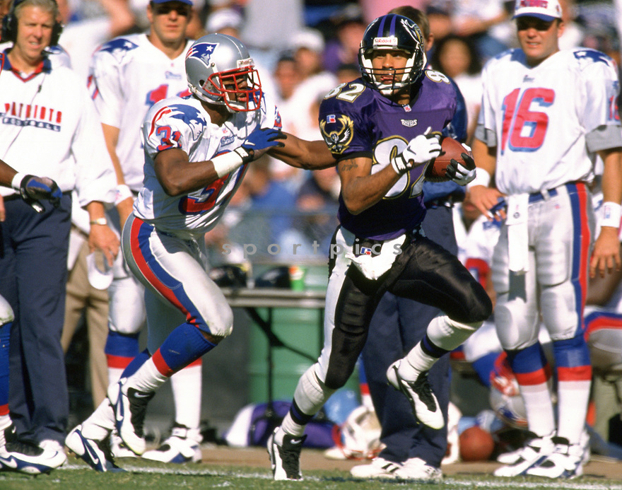 Baltimore Ravens Derrick Alexander (82) during a game from his 1996 season with the Baltimore Ravens. Derrick Alexander played for 9 years, with 3 different teams.(SportPics)