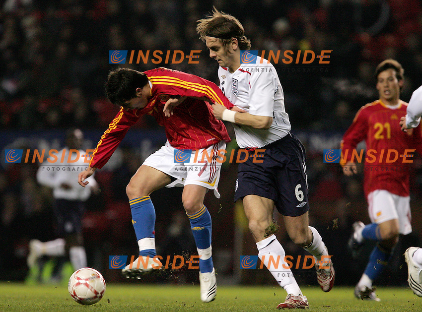 England's Jonathan Woodgate against Spain's David Villa during a friendly match at Old Trafford in Manchester, Wednesday February 07, 2007. (INSIDE/ALTERPHOTOS/Alvaro Hernandez).