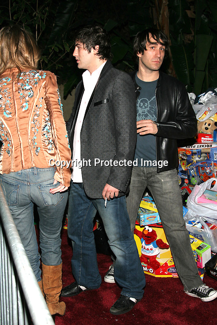 Brandon Davis &amp; Mischa Barton<br />