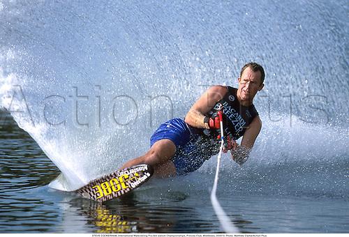 STEVE COCKERHAM, International Waterskiing Pro-Am slalom Championships, Princes Club, Middlesex, 000910. Photo: Matthew Clarke/Action Plus...2000.waterskiiing.water-skiing.water skiing.water-skier skier.water-ski ski.sport sports.watersport.watersports.monoski.mono-ski..man