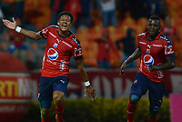 MEDELLÍN - COLOMBIA, 03-05-2018: Yairo Moreno (Izq) jugador del Medellín celebra después de anotar un gol al America de Cali durante el partido entre Deportivo Independiente Medellín y America de Cali por la fecha 14 de la Liga Águila I 2018 jugado en el estadio Atanasio Girardot de la ciudad de Medellín. / Yairo Moreno (L) player of Medellin celebrates after scoring a goal to America de Cali during match between Deportivo Independiente Medellin and America de Cali for the date 14 of the Aguila League I 2018 played at Atanasio Girardot stadium in Medellin city. Photo: VizzorImage / León Monsalve / Cont