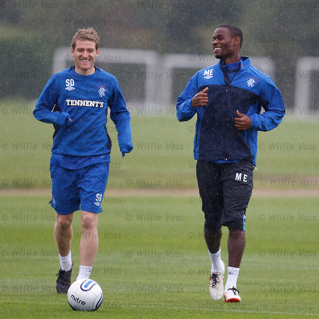 Steven Davis and Maurice Edu having a laugh in the rain