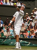 Lleyton Hewitt (AUS) against  Juan Martin Del Potro (ARG) (5) in the second round of the gentlemen's singles. Hewitt beat Del Potro 6-3 7-5 7-5..Tennis - Wimbledon - Day 4 - Thur 25th June 2009 - All England Lawn Tennis Club  - Wimbledon - London - United Kingdom..Frey Images, Barry House, 20-22 Worple Road, London, SW19 4DH.Tel - +44 20 8947 0100.Cell - +44 7843 383 012
