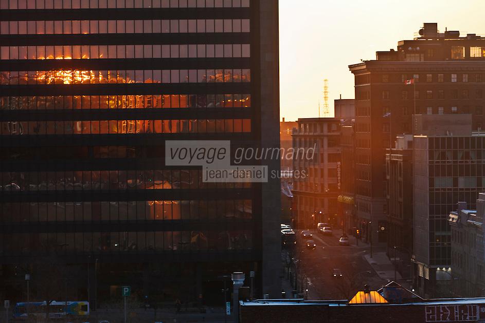 Amérique/Amérique du Nord/Canada/Québec/Montréal: Soleil levant sur le Boulevard Saint-Laurent