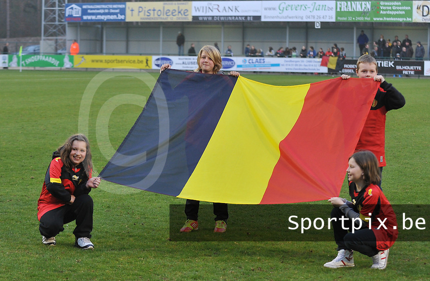Qualification Women's Euro 2013 - Belgium - Iceland ; Belgie - Ijsland ; Armand Melis Stadion Dessel :.Belgische Vlag.foto DAVID CATRY / Vrouwenteam.be