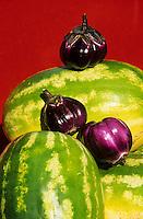 Europe/Italie/Calabre/Pizzo : Pastèques et aubergines sur le marché local - Stylisme : Valérie LHOMME