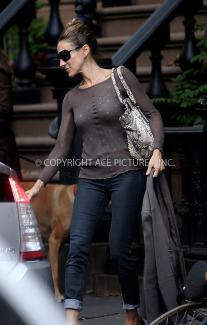 WWW.ACEPIXS.COM . . . . .  ....October 20 2011, New York City....Actress Sarah Jessica Parker leaving her house on October 20 2011 in New York Cityjeans......Please byline: NANCY RIVERA- ACEPIXS.COM.... *** ***..Ace Pictures, Inc:  ..Tel: 646 769 0430..e-mail: info@acepixs.com..web: http://www.acepixs.com
