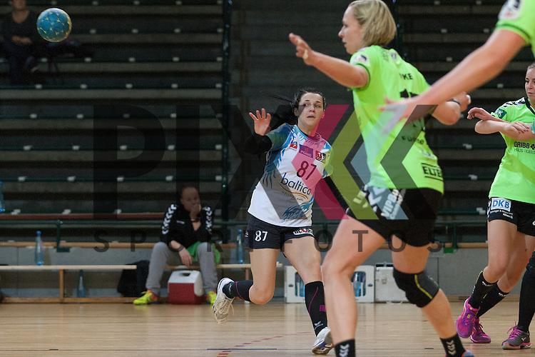 Stettins Hanna Yashchuk am Kreis <br /> <br /> 12.12.2015, 1. Handball Bundesliga Frauen, Testspiel, Spreefuexxe Berlin - SPR Pogon Baltica Szczecin<br /> <br /> Foto &copy; PIX-Sportfotos *** Foto ist honorarpflichtig! *** Auf Anfrage in hoeherer Qualitaet/Aufloesung. Belegexemplar erbeten. Veroeffentlichung ausschliesslich fuer journalistisch-publizistische Zwecke. For editorial use only.