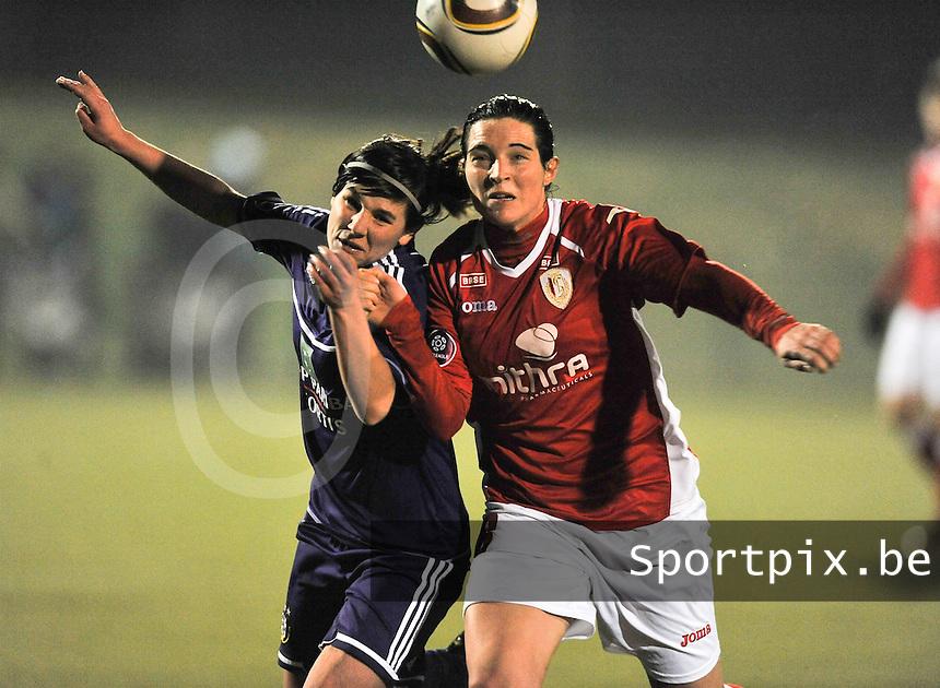 RSC Anderlecht - Standard Femina : duel tussen Cecile De Gernier (rechts) en Annelies Van Loock.foto DAVID CATRY / Vrouwenteam.be