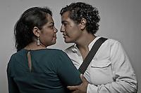 <br /> Quer&eacute;taro. Quer&eacute;taro. 7 de marzo de 2016.- En el marco de la conmemoraci&oacute;n del D&iacute;a Internacional de la Mujer. Esta casa editorial rinde tributo a mujeres de diferentes actividades importantes en el desarrollo de la din&aacute;mica cotidiana de su entorno.<br /> <br /> <br /> En la imagen Mar&iacute;a Fernanda L&oacute;pez Gallegos y Mariana Guadalupe Vega Mendoza son la primera pareja del mismo sexo en casarse por v&iacute;a civil en Quer&eacute;taro. Mar&iacute;a Fernanda L&oacute;pez Gallegos. Activista lesbofeminista y defensora de los Derechos Humanos.  Actualmente forma parte del equipo de trabajo de la Red Nacional Cat&oacute;licas de J&oacute;venes por el Derecho a Decidir, de la colectiva La Tortiller&iacute;a Queretena. Mariana Guadalupe es compositora, interprete y arreglista de m&uacute;sica.<br /> <br /> <br /> En 1975 la ONU comenz&oacute; a celebrar ese a&ntilde;o, como el D&iacute;a Internacional de la Mujer. En diciembre de 1977, dos a&ntilde;os m&aacute;s tarde, la Asamblea General de la ONU proclam&oacute; el 8 de marzo como D&iacute;a Internacional por los Derechos de la Mujer y la Paz Internacional.<br /> <br /> <br /> <br /> De acuerdo a la ONU en su website, &quot;El D&iacute;a Internacional de la Mujer se refiere a las mujeres corrientes como art&iacute;fices de la historia y hunde sus ra&iacute;ces en la lucha plurisecular de la mujer por participar en la sociedad en pie de igualdad con el hombre.<br /> <br /> <br /> El tema de 2016 para el D&iacute;a Internacional de la Mujer es &laquo;Por un Planeta 50-50 en 2030: Demos el paso para la igualdad de g&eacute;nero&raquo;.<br /> <br /> El 8 de marzo la observancia de las Naciones Unidas reflexionar&aacute; sobre c&oacute;mo acelerar la Agenda 2030 para el desarrollo sostenible para impulsar la aplicaci&oacute;n efectiva de los nuevos Objetivos de Desarrollo Sostenible. Asimismo, se centrar&aacute; en nuevos compromisos de los gobiernos bajo la iniciativa &laqu