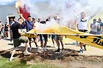 2018-07-15 / Voetbal / Seizoen 2018-2019 / Supporters groeten Lyra-Lierse op training / De supporters doven het vuur dat ontstond door hun bengaals vuur<br /> <br /> ,Foto: Mpics
