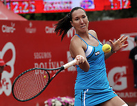 BOGOTÁ - COLOMBIA - 24-02-2013: Jelena Jonkovic de Serbia devuelve la bola a Paola Ormaechea de Argentina, durante partido por la final de la Copa de Tenis WTA Bogotá, febrero 24 de 2013. (Foto: VizzorImage / Luis Ramírez / Staff). Jelena Jonkovic from Serbia returns the ball to Paola Ormaechea from Argentina, during the final match for the WTA Bogota Tennis Cup, on February 24, 2013, in Bogota, Colombia. (Photo: VizzorImage / Luis Ramirez / Staff).........................................