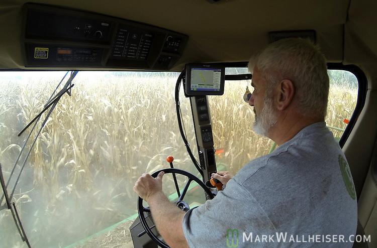 Randy Dowdy harvests his corn crop near Valdosta, Ga August 6, 2014.