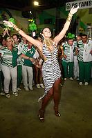 RIO DE JANEIRO, RJ, 19.10.2014 –IMPERATRIZ LEOPOLDINENSE FAZ A ESCOLHA DO SAMBA ENREDO PARA O CARNAVAL 2015 – IMPERATRIZ LEOPOLDINENSE, Cris Viana na escolha da Imperatriz Leopoldinense fez a escolha de seu samba enredo para o carnaval 2015 na quadra da agremiação em Bonsucesso,  na zona norte do  Rio de Janeiro, neste domingo,  19 (foto: Márcio Cassol/Brazil Photo Press)