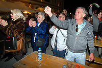 UNGARN, 08.04.2018, Budapest IX. Bezirk. Wahlabend der Parlamentswahl: Die Regierungspartei Fidesz feiert ihren ueberwaeltigenden Sieg.  | Parliamentary election night: The governing party Fidesz celebrating an overwhelming victory.<br /> &copy; Szilard Voros/estost.net