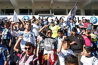 Querétaro,Qro. 5 de Enero, 2016.:  Ante una gran asistencia de aficionados del equipo de futból Gallos Blancos de Querétaro, quienes se dieron cita en el Estadio Corregidora a cambio de un juguete para beneficiar a niños necesitados se llevó a cabo un entrenamiento a puertas abiertas y firma de autógrafos con motivo del Día de Reyes<br /> <br /> Foto: David Steck