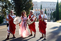 1st and 2nd century BC musicians of the most famous Roman reenactment group, the Gruppo Storico Romano, pose in front of Coliseum during the event 'Piazza Italia' at Colle Oppio Park. Rome (Italy), July 21st 2020<br /> Foto Samantha Zucchi Insidefoto