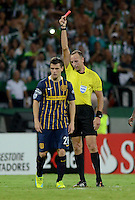 MEDELLÍN - COLOMBIA - 19-05-2016: Daniel Fedorzuck (Der.), arbitro Uruguayo, muestra tarjeta roja a Giovani Do Celso (izq.) jugador de Rosario Central, durante de vuelta entre Atletico Nacional de Colombia y Rosario Central de Argentina, partido de cuartos de final, de la Copa Bridgestone Libertadores 2016 jugado en el estadio Atanasio Girardot de la ciudad de Medellín. / Daniel Fedorzuck, Uruguayan referee, shows red card to Giovani Do Celso (L), player of Rosario Central, during a match between Atletico Nacional of Colombia and Rosario Central of Argentina, for the second leg for de quarter of final, for the Copa Bridgestone  Libertadores 2016 at Atanasio Girardot in Medellin city / Photo: VizzorImage / Leon Monsalve / Cont.