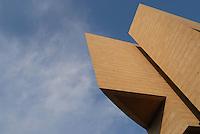"""il nuovo Casinò di Campione d'Italia, su progetto dell'architetto svizzero Mario Botta, è entrato in funzione nel 2007. Data la sua imponenza, per molti critici si tratta di un """"ecomostro"""""""